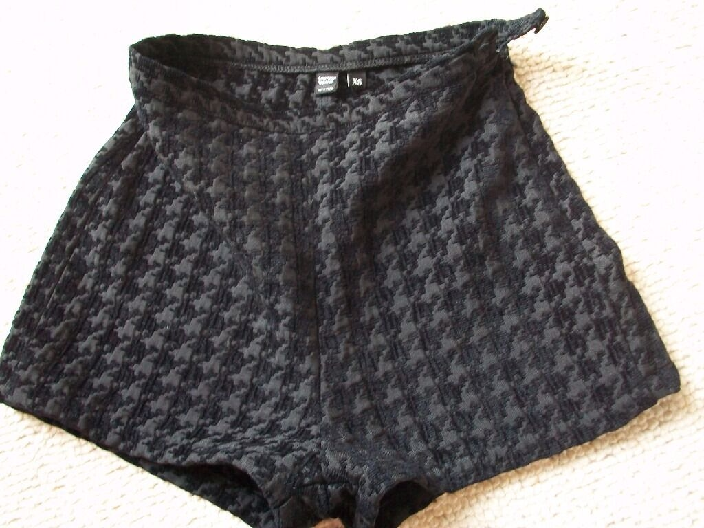 Black small sexY HOT PANTS womens SHORTS XS (LONDON CASH ONLY IN PERSON SE16 7DXin LondonGumtree - American Apparel, nice sexy EXTRA SMALL SHORTS in stylish DOGTOOTH pattern. In used, but excellent overall condition. size UK6, as in photos. XS CASH ONLY IN PERSON outside my tube station (CANADA WATER) or at nearby cafe if you prefer for safety. I...