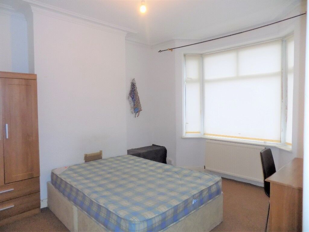 Lovely room available in Salford