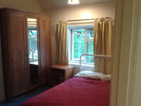 Large Double room to rent Walking distance from Train station