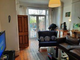 2 bedroom flat in Fordhook Avenue, London, W5 (2 bed) (#1033072)