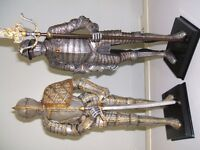 Two fantastic detailed knight figurines.