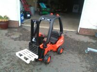 Pedal Forklift with Pallet