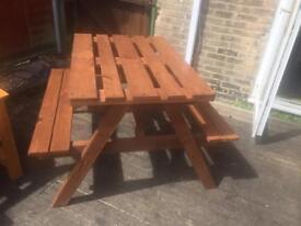 Pallet garden picnic bench