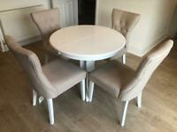 4x Chairs & Dining room table (extendable)