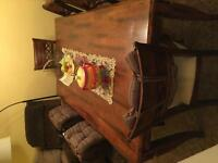 Very heavy reel wood dining room table with buffet and 6 chairs