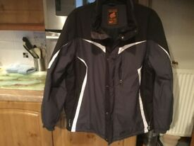 IGUANA PERFORMANCE aqua trial ski jacket. 3 outer pockets, removable skirt & 3 inner pockets CLEANED