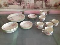 Royal Dolton Expressions Carmel dinner service and tea set