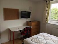SW19 6SN-SOUTHFIELDS- Lovely DOUBLE Room BILLS INCLUSIVE)
