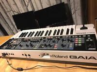 Roland SH-01 Gaia analog modelling synthesiser