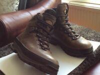 Men's Melinda Bhutan MFS Boots - size 8 - Excellent condition