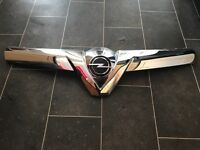 Vectra v grill with opel badge