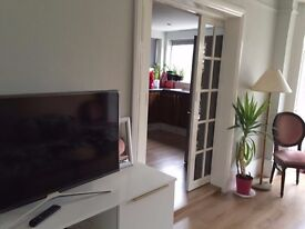Double/Single rooms to rent close to Ashford station, Heathrow/Royal Holloway Uni. /Staines