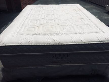 FREE DELIVERY QUEEN MATTRESS AND BRAND NEW BASE IN VERY GOOD CONDITION