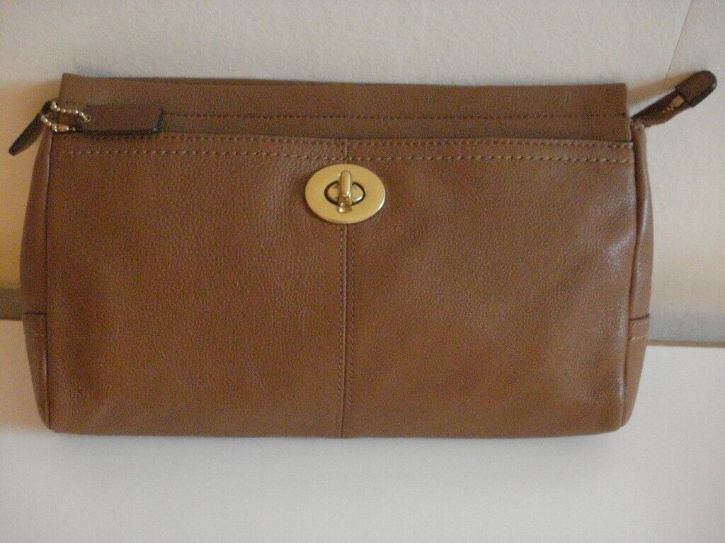 917f659e0d4 COACH AMERICAN DESIGNER CLUTCH BAG  NEW  TAN LEATHER MEDIUM SIZE DESIGN FRONT  POCKET