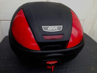 Top box Givi. Great condition with PLATE & BACK REST. BARGAIN at ONLY £69. Quick release system.