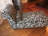 Chaise Longue black and beige animal style print