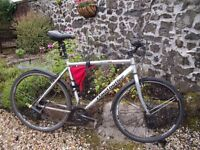 Claud Butler Gents hybrid 23 inch frame. Great condition. New tyres. Includes bike bag