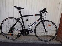 Hybrid bike. Like new!!!. Lost accessories