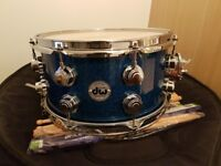 """DW Collectors 13""""x7"""" snare drum in blue sparkle"""