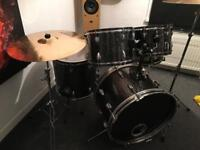 Drum kit (Pearl)