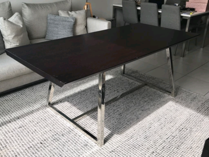 1 _ Contempory Italian designer dinning table