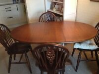 Lovely Dark Wood (Extendable) Table and 4 Chairs.