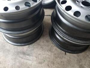 LIKE NEW FACTORY OEM FORD CROWN VICTORIA   17 INCH STEEL WHEEL SET OF FOUR. NO SENSORS.