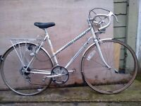 Vintage Peugeot racer bike needs work