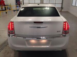 2013 Chrysler 300 TOURING  LEATHER  SUNROOF  BACKUP CAM  81,012K Kitchener / Waterloo Kitchener Area image 5