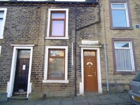 £450 -Furnished 2 bedroom house in Halifax Centre (Near LLoyds HQ)