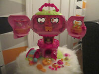 CUTE MY LITTLE PONY LIGHT UP PLAYSET WITH VARIOUS ACCESSORIES