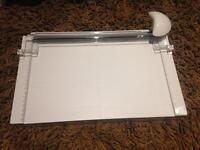 Guilottine paper cutter