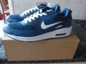 NIKE AIR MAX TRAINERS BRAND NEW SIZE 8
