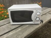 Curry's Essentials Solo Microwave. 3 weeks old. 700w power. Cost £44.99 new