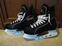 Ice skates in perfect condition - size 40 and used once . Lightweight.