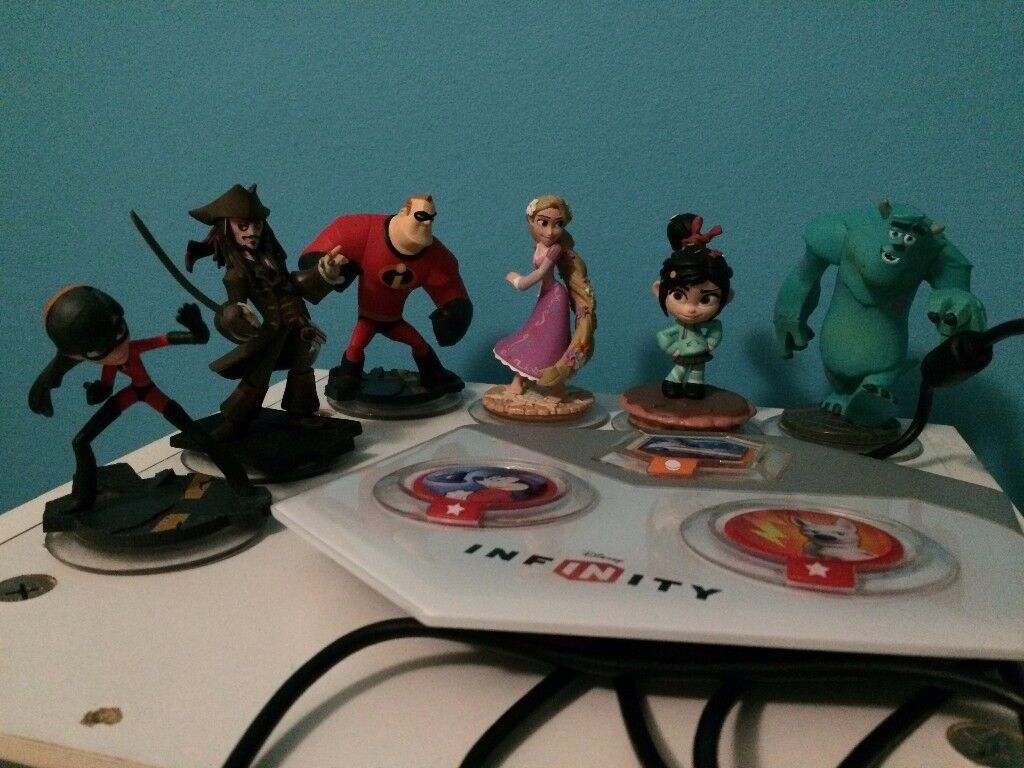 DISNEY INFINITY Character figures and power disks