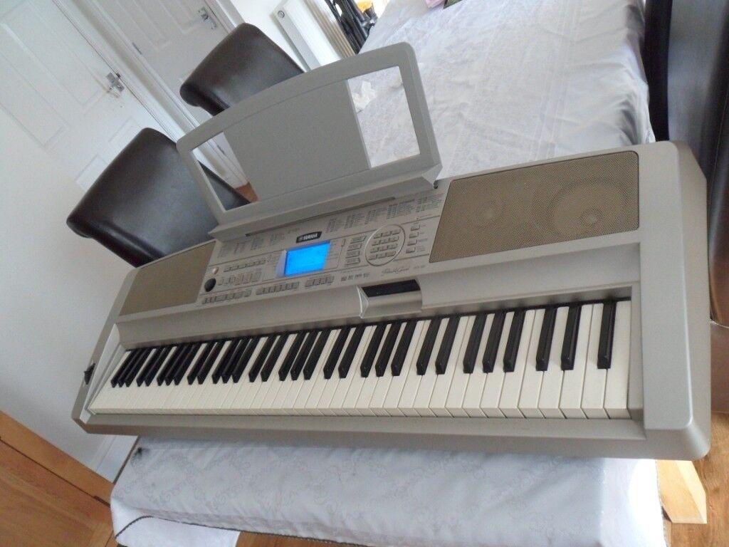 YAMAHA DGX 300 PORTABLE GRANDE KEYBOARD /PIANO 76 NOTE TOUCH SENSITIVE KEYS    in Derby, Derbyshire   Gumtree