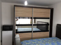 Spacious double room for rent in VEG Family Home