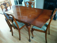 Beautiful Antique BURR 1940's Walnut Extending Dining Table With 4 Chairs