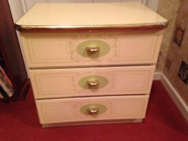 Small 3-drawer chest of drawers in excellent condition