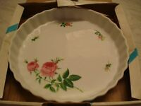 "Vintage Christineholm porcelain 9"" pie/flan/quiche dish, roses pattern, unused in box"