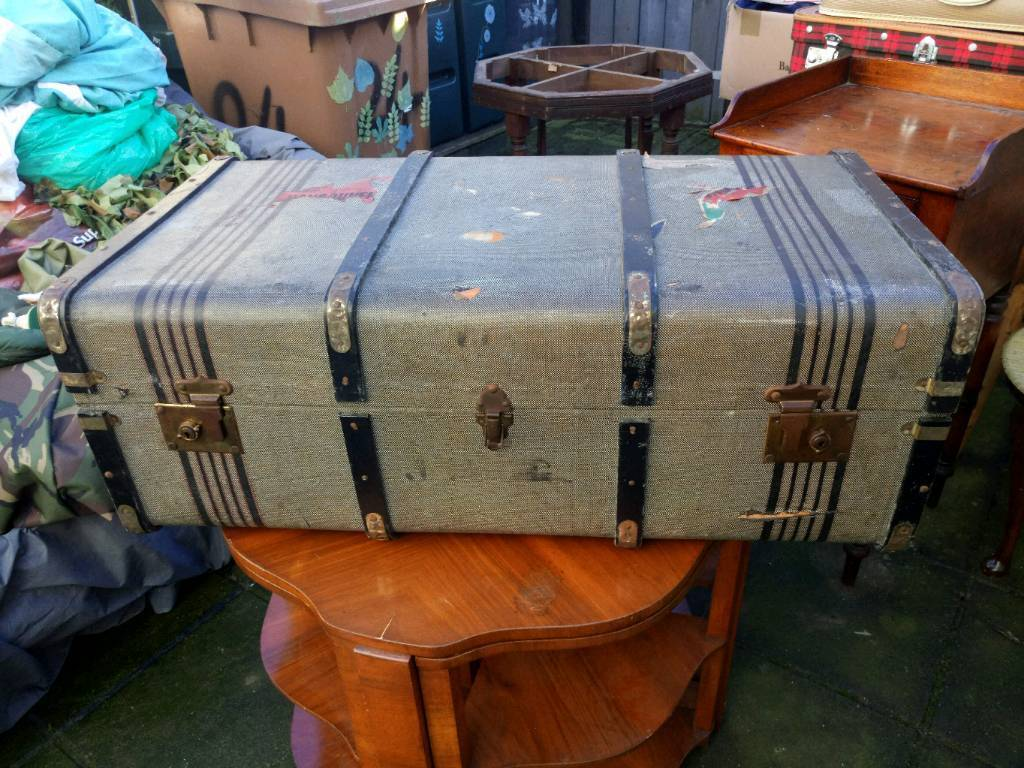Large steamer trunk CUNARD WHITE STAR LINE