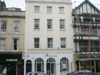 1 Bed 1st Floor Flat - High St - £800pcm Unf/Exc