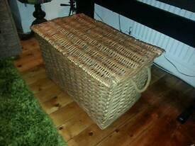 Willow wicker linen basket
