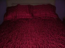 KS quilted bedspread with pillow shams - Red