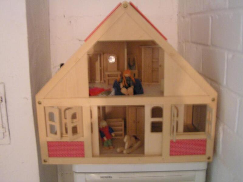 biete ein kinderspielhaus aus holz an in bochum bochum wattenscheid holzspielzeug g nstig. Black Bedroom Furniture Sets. Home Design Ideas