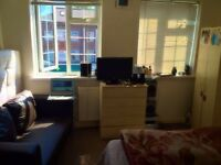 A double spacious room available for rent near belmont circle harrow.