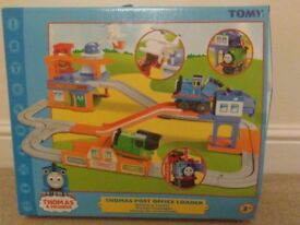 TOMY Thomas the Tank Engine - Post Office loader playset - Excellent condition