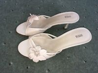 Elegant Marks and Spencer Ladies shoes in cream, size UK 3 (Europe 35.5)