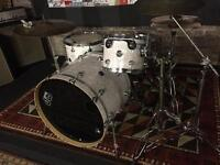 DW performance drum kit + stands + pedal + throne